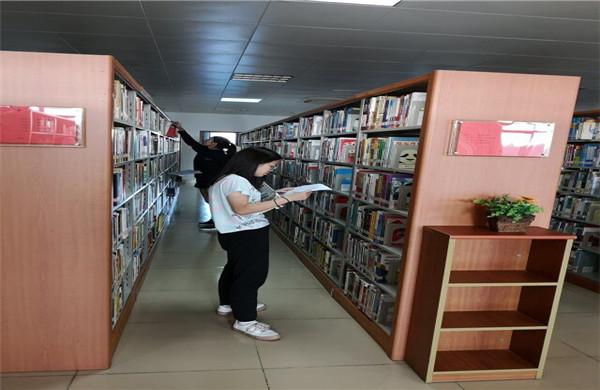 http://www.hxxy.edu.cn/templets/tushuguan/images/top/2/20170412/2/4.jpg